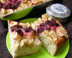 W Mojej Kuchni Lubię.. : z jabłkami, wiśniami ciasto drożdżowe na oleju...