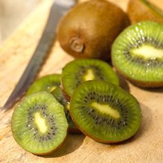 Superfood : Kiwi #superfood #healthy #snack #delicious #food #vegetarian @Matty Chuah Vegan Woman @Matty Chuah Vegetarian Diaries @Alice Health @lisa Choe Simple @April Cochran-Smith and may @Harriet Adkins, Strong, Healthy: Invincible. @Matty Chuah Kitchn
