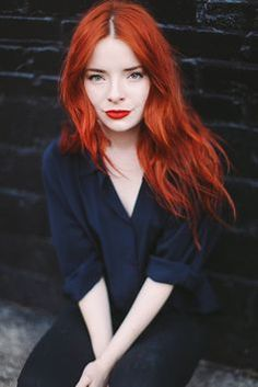 Red hair + red lips. Gorgeous and striking! #beauty