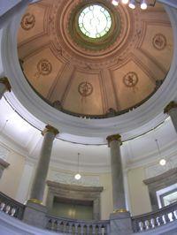 表慶館入口のドーム型天井