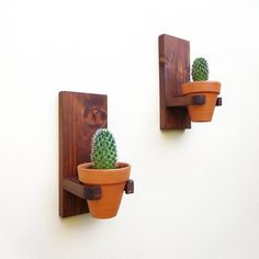Rustic wall hanging planters set clay pots for succulents wall mounted terracotta indoor planter pot wall planter outdoor set Rustic wall hanging planters set clay pots for succulents wall Rustic Planters, Wood Planter Box, Hanging Planters, Wall Planters, Decoration Cactus, Decoration Plante, Wood Plant Stand, Boutique Deco, Succulent Wall