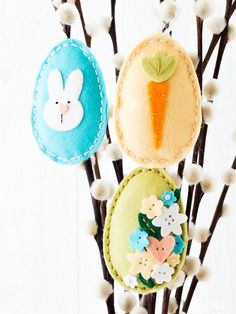 Simple sewn plush Easter eggs. Find out more by clicking on the following link: http://limedoodledesign.com/2016/02/tone-on-tone-plushies/