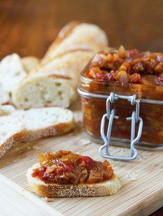 Tomato- Bacon Chutney Bacon Recipes, Appetizer Recipes, Appetizers, Tea Recipes, Curry Recipes, Gourmet Recipes, Chutneys, Sauce Salsa, Antipasto