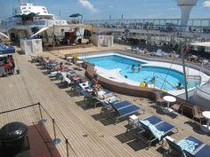 Norwegian Sky -Pool deck