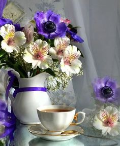 "lunamiangel: ""via Imgfave for iPhone "" Sunday Coffee, Good Morning Coffee, Coffee Cafe, Coffee Break, My Coffee, My Flower, Flower Vases, Flower Arrangements, Coffee Pictures"