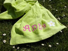 Duschtuch 70 x 140 cm Name Blume grün Mädchen   von larilou kids auf DaWanda.com