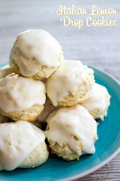 Drop Cookies are a delicious dessert that's easy to make and so yummy! I bet you can't have just one!Lemon Drop Cookies are a delicious dessert that's easy to make and so yummy! I bet you can't have just one! Lemon Desserts, Köstliche Desserts, Lemon Recipes, Delicious Desserts, Dessert Recipes, Easy Recipes, Awesome Desserts, Delicious Cookies, Picnic Recipes