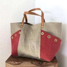 Risultato immagini per tutorial cabas reversibles Patchwork Bags, Quilted Bag, Bag Quilt, T Bag, Handbag Patterns, Jute Bags, Linen Bag, Denim Bag, Fabric Bags