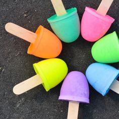 Qué idea genial!! A mis hijos siempre les gustó dibujar con tizas de colores, y me imagino que a los tuyos también. Es una herramienta que los ayuda a expresarse, es un juego divertido y sobre todo, los ayuda a desarrolar su creatividad. En este tutorial de Projectnursery aprenderás a hacerlas en pocos pasos. No te lo... #aprederencasa #aprenderjugando #diy #juegosparaniños #juguetescaseros