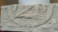 Πυρφόρος Έλλην: Μοναδικό ανάγλυφο που συνδέεται με την λατρεία του... Roman Era, Roman Soldiers, 1st Century, Museum Collection, Roman Empire, Deities, The Rock, Worship, Christianity