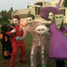 It takes a lot to impress me when it comes to Halloween costumes. These are some of the best Ive ever seen! Halloween Town, Scary Halloween Costumes, Christmas Costumes, Halloween Cosplay, Holidays Halloween, Cool Costumes, Amazing Costumes, Halloween Zombie, Halloween Inspo