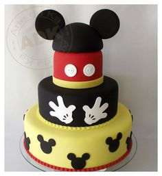 love the gloves and buttons on this Mickey cake!  |  by Arte da Ka