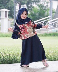 New ideas for baby dress design beautiful Dresses Kids Girl, Kids Outfits, Kids Abaya, Baby Hijab, Dress Anak, Baby Dress Design, Muslim Fashion, Skirt Fashion, Islamic Calligraphy