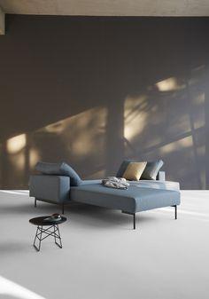 Innovation's Modulares Schlafsofa Bragi available in Berlin's flagship store of the Danish sofa manufacturer. Danish Sofa, Sofa Manufacturers, Outdoor Furniture, Outdoor Decor, Scandinavian Design, Sun Lounger, Modern, Innovation, Rome