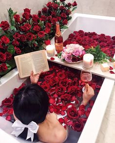 rose, bath, and flowers image Reproduction Photo, Fashion Milano, Dream Bath, Relaxing Bath, No Time For Me, Beautiful Flowers, Beautiful Life, Valentines Day, Photoshoot