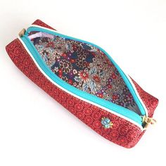 Pen case made from kimono with Japanese patterns of chrysanthemum. This skinny case is easy to carry and yet holds sufficient number of pens.  The pen...