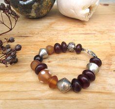 Saveur d'Un Fruit : un bracelet ethnique avec des perles en résine ambre du Mali .... par annemarietollet sur Etsy https://www.etsy.com/be-fr/listing/515603850/saveur-dun-fruit-un-bracelet-ethnique
