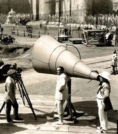 Douglas Fairbanks (center) & director Allan Dwan (right) on the set of Robin Hood (1922). Giant megaphones were used to direct large crowds of extras.