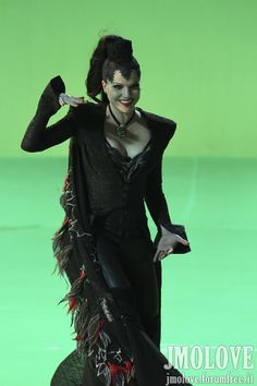 Lana Parrilla Evil Queen | Lana Parrilla as Evil Queen- BTS Photos - Once Upon A Time Photo ...