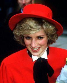 Février 1Le 22 février 1985: la princesse Diana visite poste de police de Cirencester dans le Gloucestershire.985 _ Suite