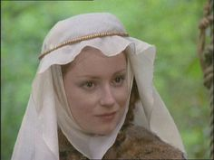 History and Women: Hair styles of the medieval period
