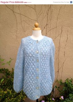 Fall Sale A vintage 1960 1970 blue hand knitted par Samlovesvintage, $31,20