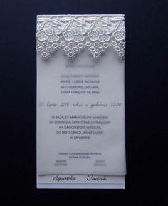 Zaproszenia ślubne, ubogacone koronką to fantastyczna propozycja dla osób, które stawiają na stonowaną elegancję.