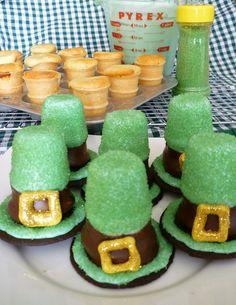 #StPatricksDay  Ice Cream Cone Leprechaun Hat Cupcakes http://bit.ly/zJme2w #cupcake @TheCupcakeBlog