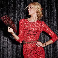 A top Carol Trentini com look total Dolce & Gabbana posa de espanhola para Philippe Kliot