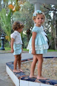 Vestido de niña, cortito, con braguita. Colección Leonor. Primavera verano. Disponible en www.azulylimon.com #jesusitoniña# #vestidocortoniña# #verano#