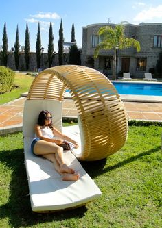 spiral lounge chair... want.