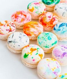 http://www.woman.at/a/marmor-macaronsWir lieben derzeit alles im #Marmor-Look – jetzt gibt's sogar eine unserer Lieblingsköstlichkeit Marble-Style: Marmor-#Macarons.