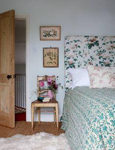 Shabby Chic Vintage Home Decor .Shabby Chic Vintage Home Decor Home Bedroom, Bedroom Decor, Bedroom Ideas, Garden Bedroom, Cornwall House, Sweet Home, Bedroom Vintage, Spare Room, Dorm Room