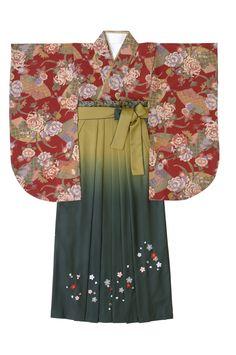 着物:赤 / 扇面菊 袴:抹茶グリーン / ボカシ刺繍 Kimono : red / Senmen Giku Hakama : green tea / Gradation Embroidery