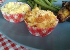 Aardappel-cupcakes....speciaal voor de kids: aardappelpuree met een beetje gesmolten kaas en paneermeel...het maakt aardappel eten, nèt even wat leuker! Eerst zelf aardappelpuree maken, dan 15 minuten in de over op 18- graden.