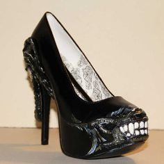 Xenomorph shoes. I need them. I will be the Alien Queen.