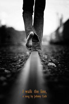 Johnny Cash - I walk the line (www.b-side.gr)