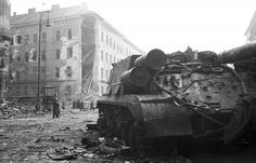 Soviet self-propelled gun in Budapest, 1956 Isu 152, Prague, Budapest Hungary, Cold War, Old Pictures, Historical Photos, Revolution, Military, History