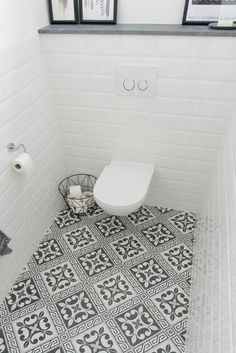 Space Saving Toilet Design for Small Bathroom In the event that you are one of the a huge number of individuals around the globe who needs to bear the claustrophobia of a little restroom, help is within reach. Space Saving Toilet, Small Toilet Room, New Toilet, Bathroom Design Small, Bathroom Layout, Bathroom Interior Design, Bathroom Ideas, Bad Inspiration, Bathroom Inspiration