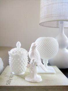 Mon Amie Fashion: Pretty Little White things Fenton Glass, Little White, Carnival Glass, Vintage Glassware, Antique Glass, Glass Collection, Colored Glass, Glass Art, Milk