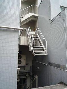 地獄の階段 : 【無駄】「超芸術トマソン」の画像まとめ【シュール】 - NAVER まとめ