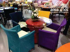 Móveis coloridos acrescentam alegria aos ambientes e, com eles, podem ser criadas combinações especiais e diferentes!!!  As mesas e cadeiras coloridas servem tanto para dar uma repaginada no ambiente como para agregar charme e beleza a ele.