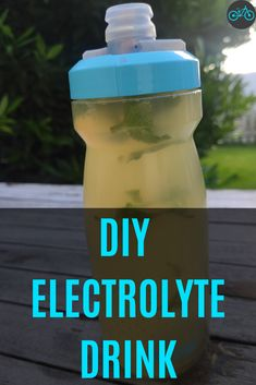 Hydration has a big impact on your cycling performance. It has an influence on your body's temperature control, reduces motivation, increased fatigue, and mental weakness. The best way to hydrate during exercise is with natural, healthy Sports drinks. Drinks from the shop are often expensive and full of artificial ingredients. Learn in this article 5 Diy recipes on how to make your electrolyte drink at home. Improve your cycling workout and get hydrated.