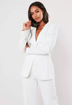 White Co Ord Skinny Classic Blazer. Order today & shop it like it's hot at Missguided. Classy Work Outfits, White Outfits, White Fashion, Star Fashion, Studio Photography Poses, Corporate Women, Look Office, Fasion, Fashion Outfits
