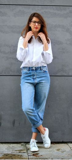 Mom jeans and white shirt combo