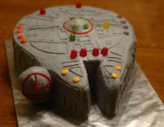 Millenium Falcon cake - Star Wars Cake - Ideas of Star Wars Cake - Millennium Falcon birthday cake two rounds plus extras making up the wedge shapes add candy for lights Bolo Star Wars, Tema Star Wars, Star Wars Food, Star Wars Cake, Star Wars Party, Star Wars Cupcakes, Star Wars Birthday Cake, Boy Birthday, Birthday Ideas