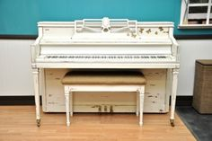 "Lowery Console ""Fluttering White"""