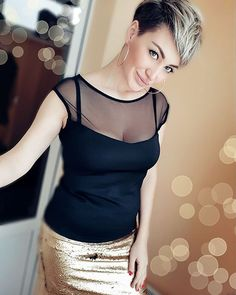 New Best Pixie Cut Ideas for 2019 - Haircut Craze Hot Hair Styles, Pixie Styles, Short Styles, Curly Hair Styles, Short Pixie Haircuts, Pixie Hairstyles, Short Hair Cuts, Hairdos, Asymmetrical Hairstyles