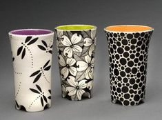 Love the subtle hint of color from the inside of the vase - POTTERY MUGS - Vase ideen Pottery Painting Designs, Pottery Designs, Pottery Ideas, Painted Mugs, Hand Painted Ceramics, Painted Pottery, Ceramic Clay, Ceramic Painting, Pottery Mugs