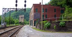 10 Creepy Ghost Towns and Modern Ruins of the United States Abandoned Cities, Abandoned Houses, West Virginia, Creepy Ghost, New River, The Secret History, Haunted Places, Scary Places, Ghost Towns